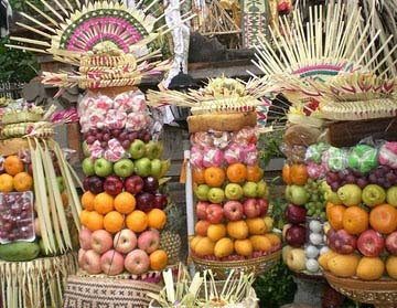 Balinese offerings that look Egyptian
