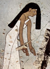 A mourning woman with her hair over her face from the tomb of Minnakht